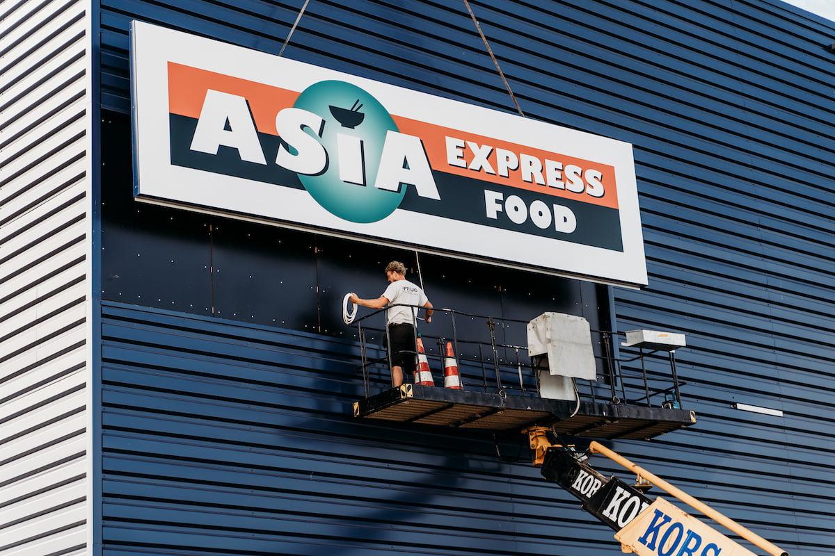 Lichtbak hoog plaatsen Asia Express