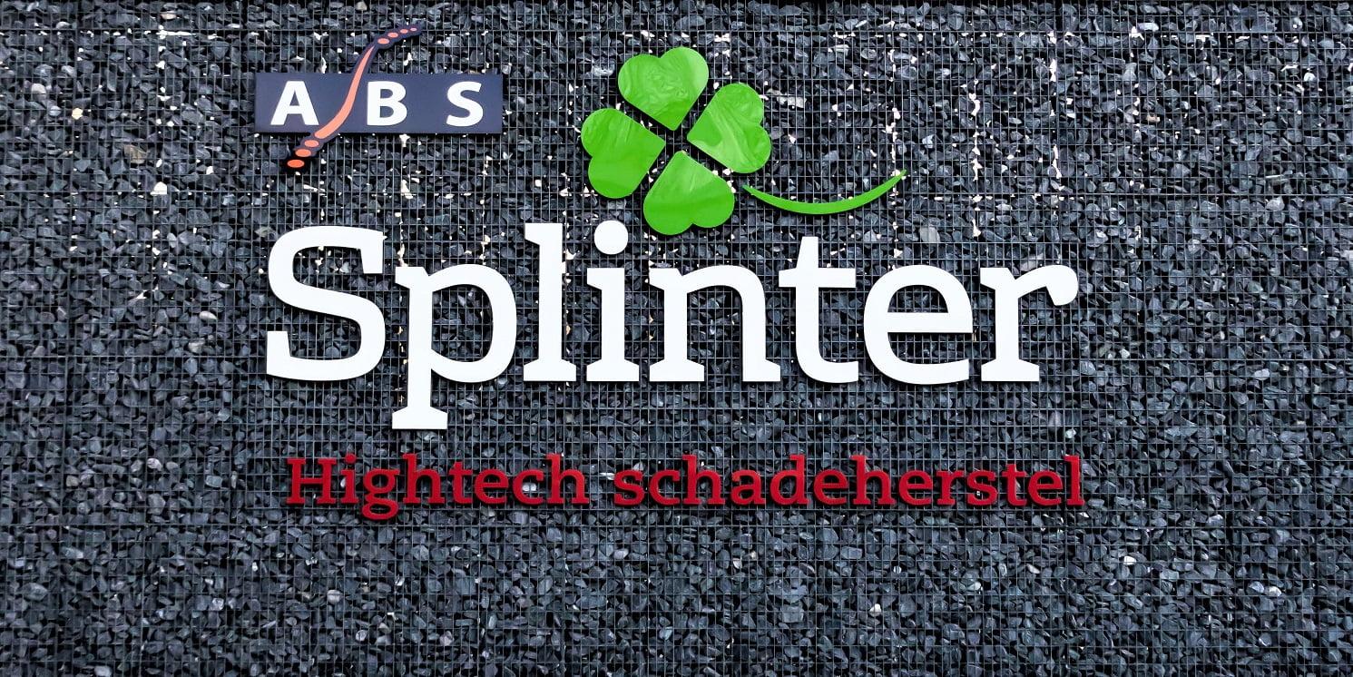 Freesletters tegen muur kleuren splinter1