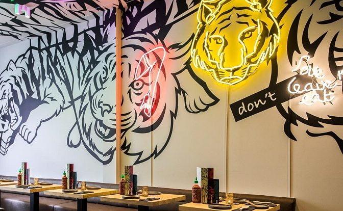 Lichtreclame Neon tijger restaurant Tiger mama Utrecht
