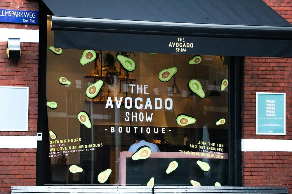 Avocadoshow raamsticker en belettering