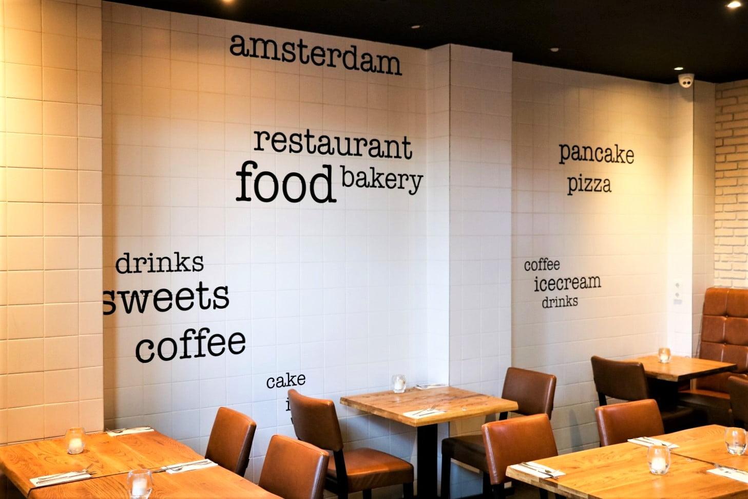 instore signing restaurant stickers op muur