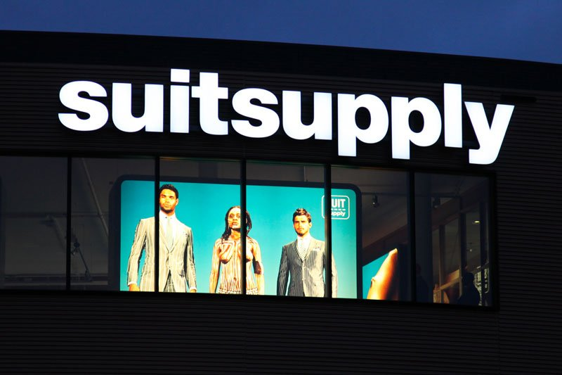 LED scherm voor suitsupply