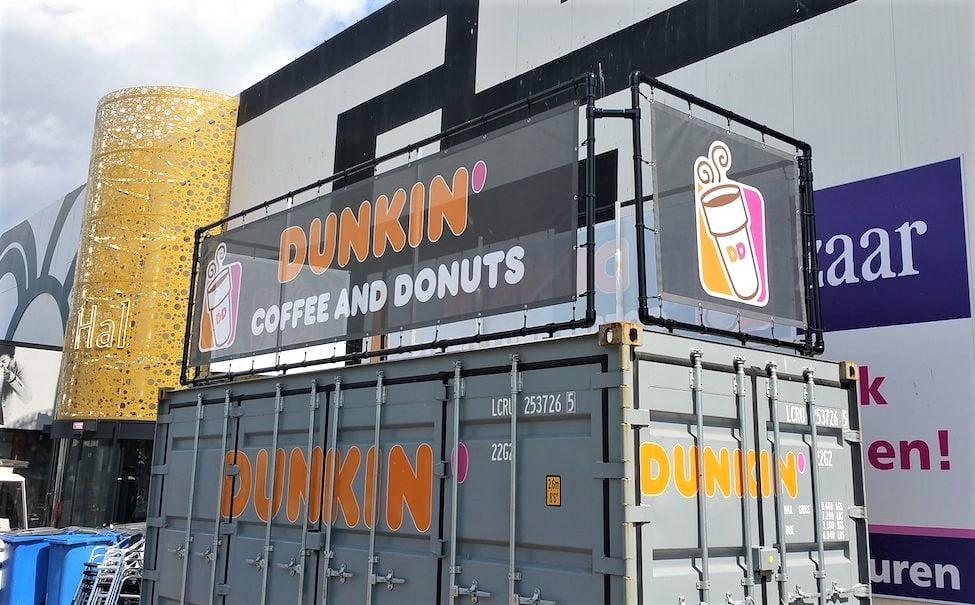 spandoek op bedrukte container dunkin donuts