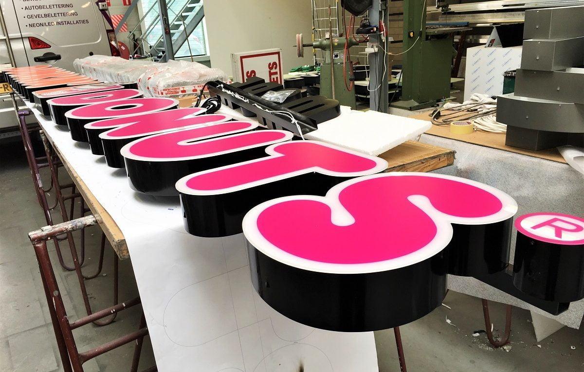 Doosletters roze Dunkin Donuts