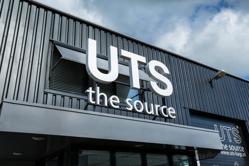 Logo UTS the source